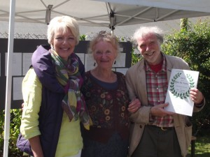 OVER 25 WINNERS SALLY WOODWARD AND ABLE LAWRENCE WITH COMPETITION JUDGE SUE BOYLE (CENTRE)